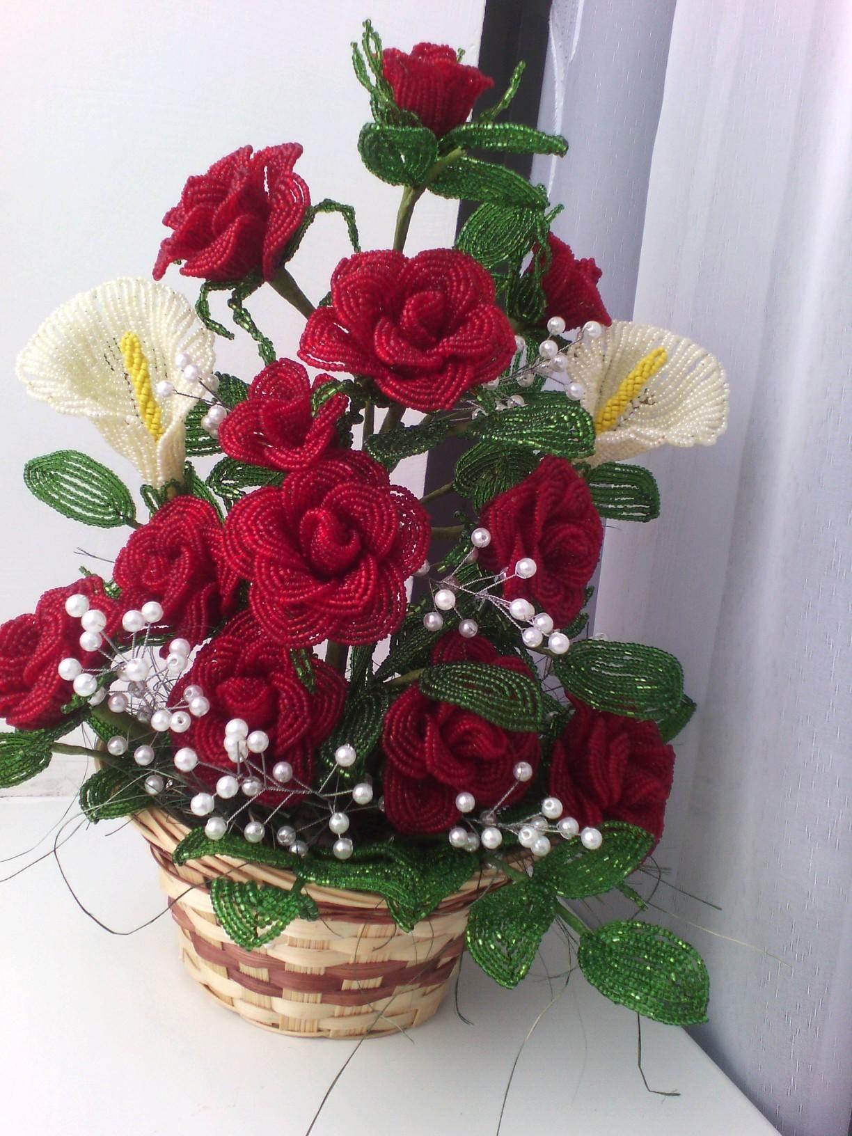 цветы в корзине из бисера фото праздник