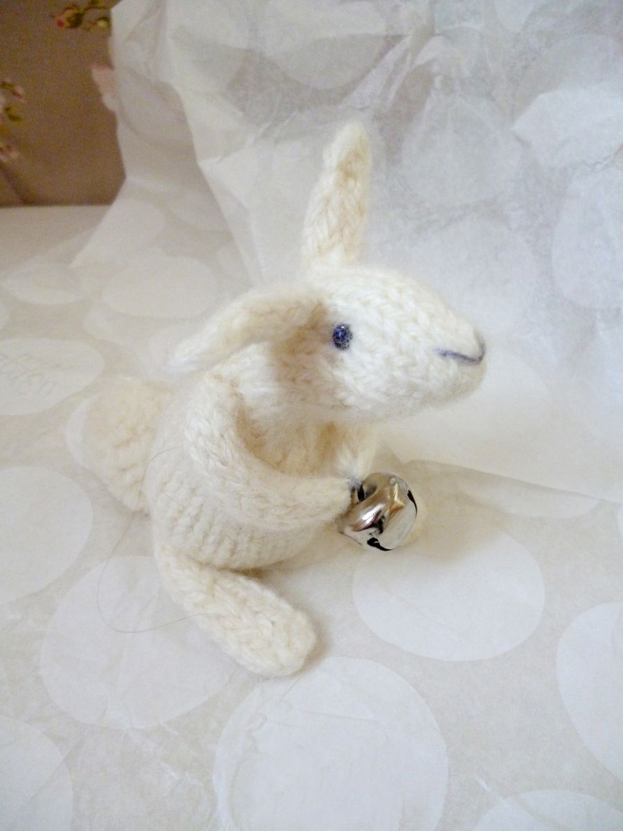 dotpebbles free Christmas bunny pattern | Spare 5 Minutes | Pinterest