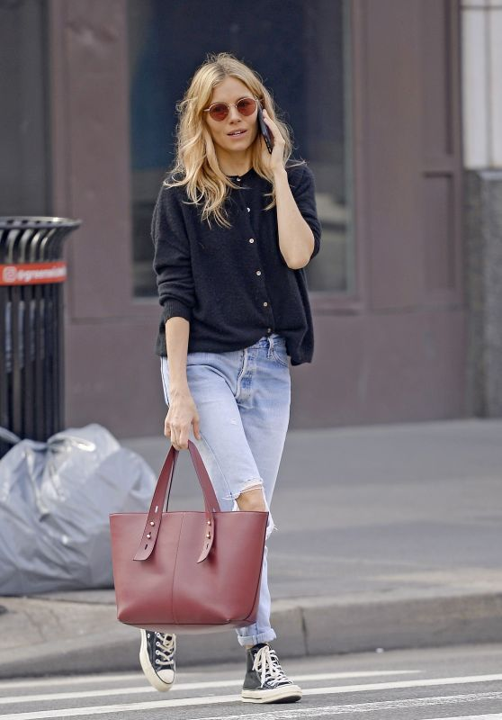 Photo of Sienna Miller in Ripped Jeans 04/09/2019