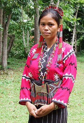 Portrait d'une femme indigène en habit traditionnel. Lac ...