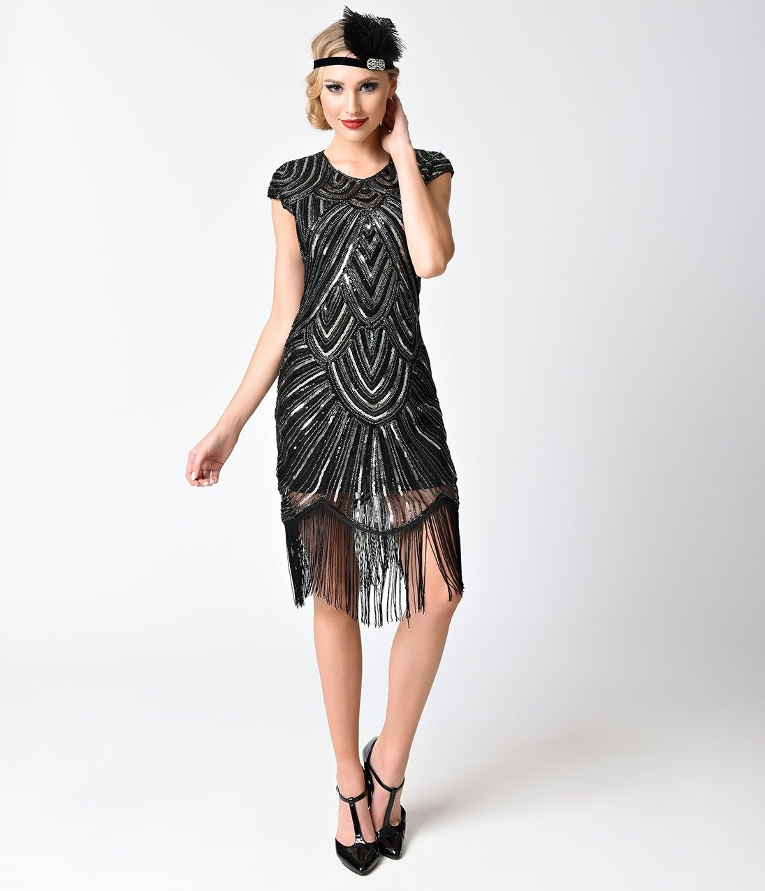 How to dress in 1920s style dress