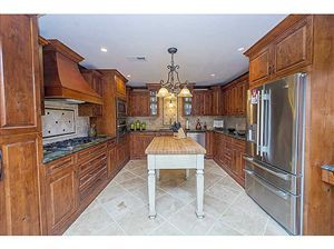 Beautiful kitchen with wood cabinets! Love the tile back-splash too!!