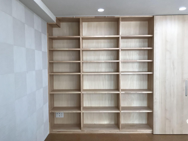大工さん手づくりの本棚 天井までの大容量 収納 リフォーム 本棚