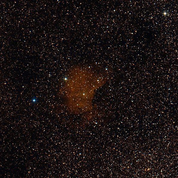 Nebulosa Sh2-66 (RCW 176, LBN 91). Nebulosa de emisión en la constelación del Águila. Se localiza cerca de la estrella α Scuti; se extiende por una región de la Vía Láctea en gran medida oculta por nubes de polvo. Es una región H II y una región activa de formación de estrellas.