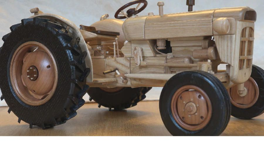Fordson Super Dexta wooden model by Dutchy