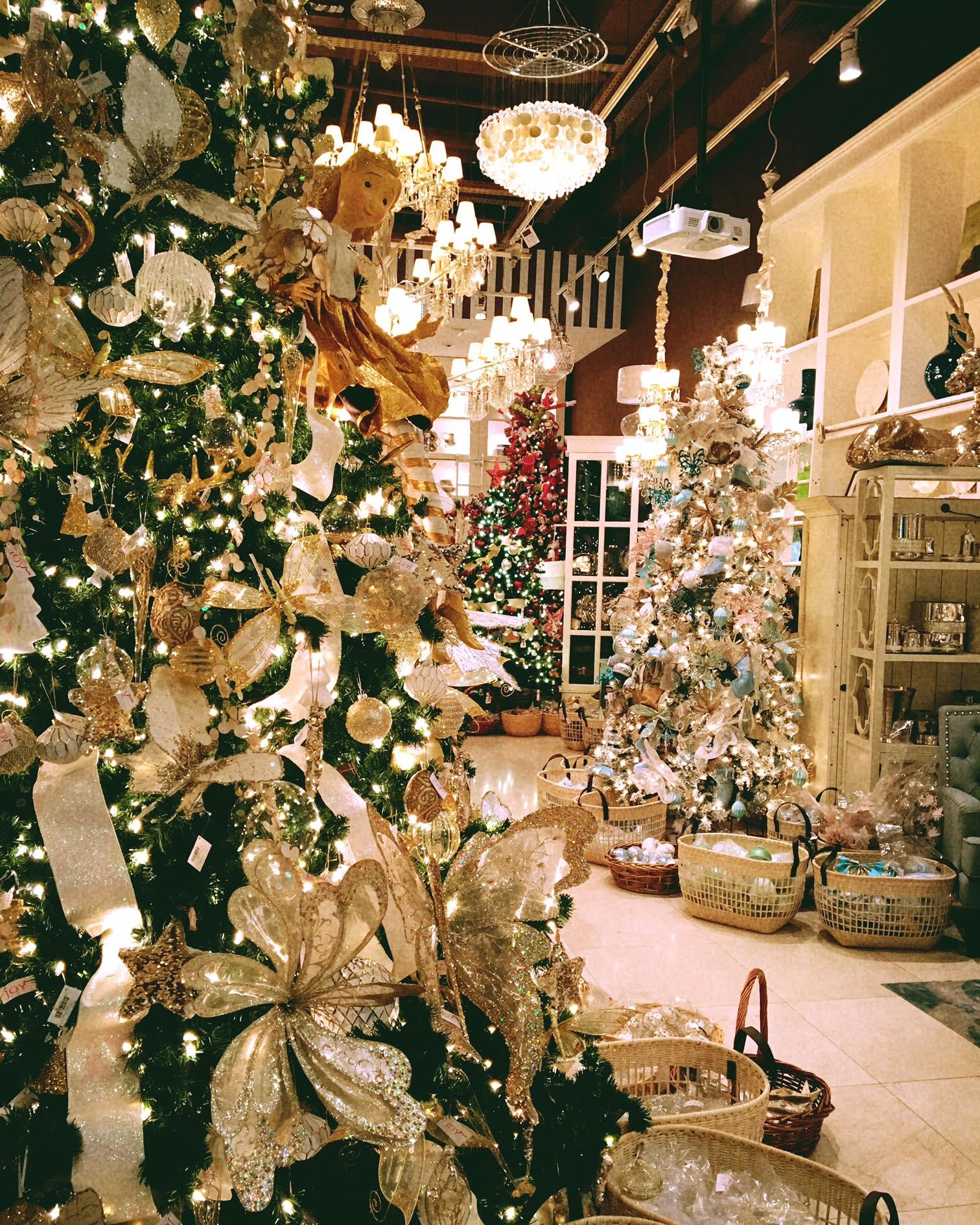 Beautiful Christmas Tree At Irony Home Shop At The Dubai