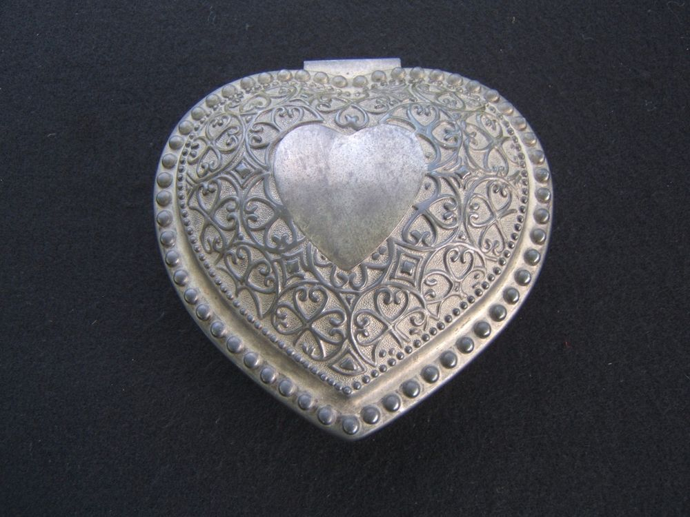 VINTAGE ORNATE SILVER METAL HEART SHAPED JEWELRY BOX VELVET LINING  #Unbranded