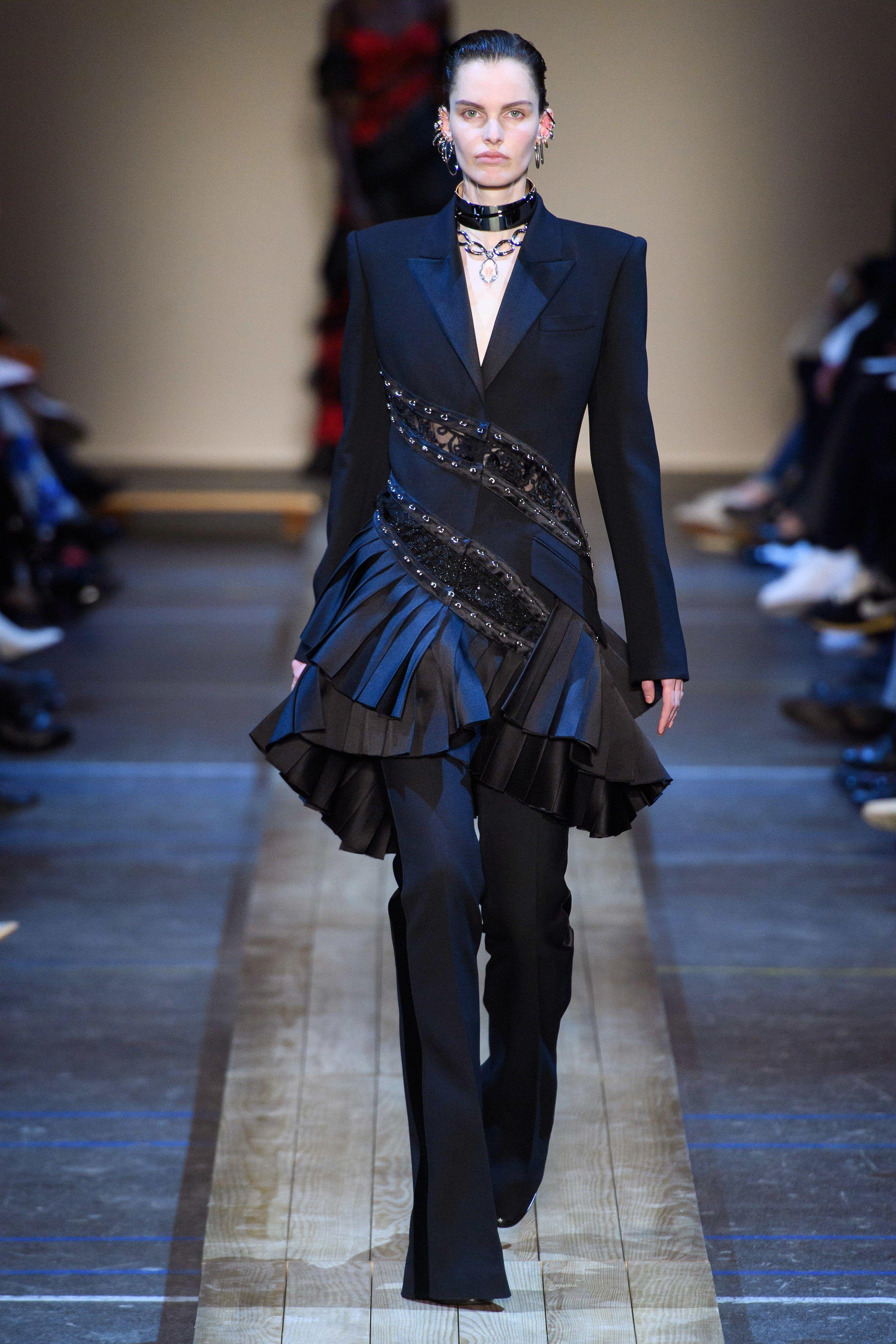 b71961f0bb Alexander McQueen Fall 2019 Ready-to-Wear Fashion Show in 2019 ...