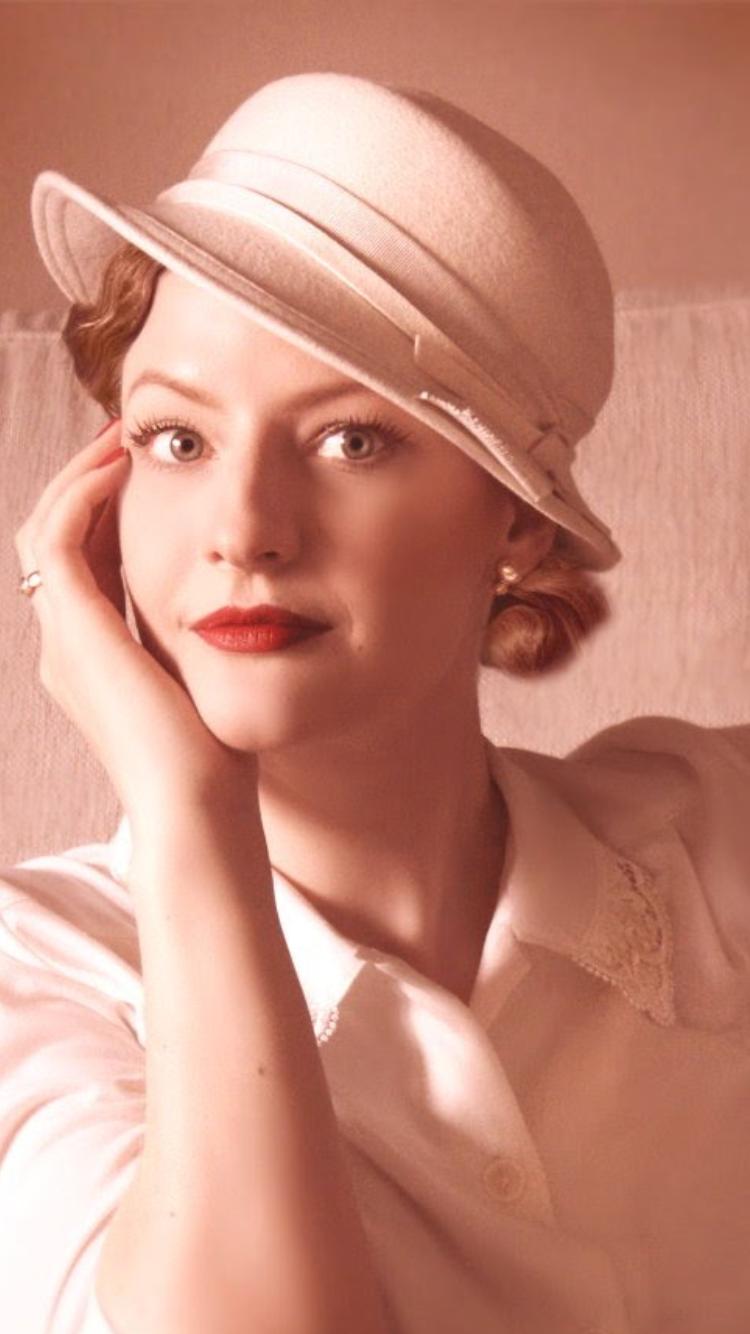 50er Jahre schöne Frau mit Hut   Portrait Frauen   50er Jahre Stil ... 029aacfa88