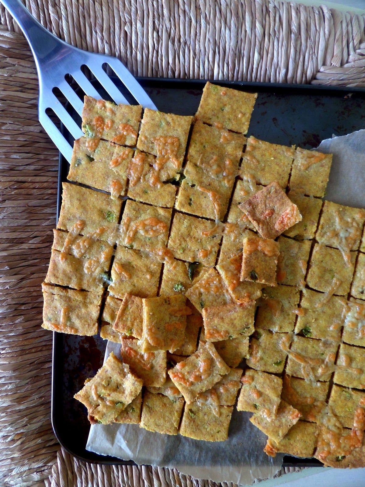 Jalapeno cheddar polenta crackers // Crackers a la polenta, piment jalapeno et cheddar   My Nomad Cuisine