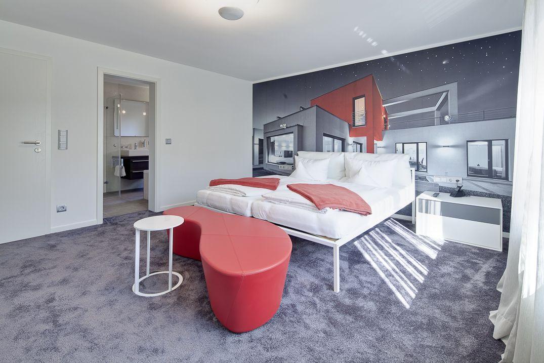"""Kunden, die zur Bemusterung in die LUXHAUS Boutique am Werksstandort in Georgensgmünd kommen und eine weite Anreise haben, benötigen in der Regel eine Übernachtungsmöglichkeit in nächster Nähe. Im """"Landhotel Gasthof Böhm"""" in Rothaurach, etwa zehn Kilometer von Georgensgmünd entfernt, stehen zu diesem Zweck zwei LUXHAUS Suiten zur Verfügung."""