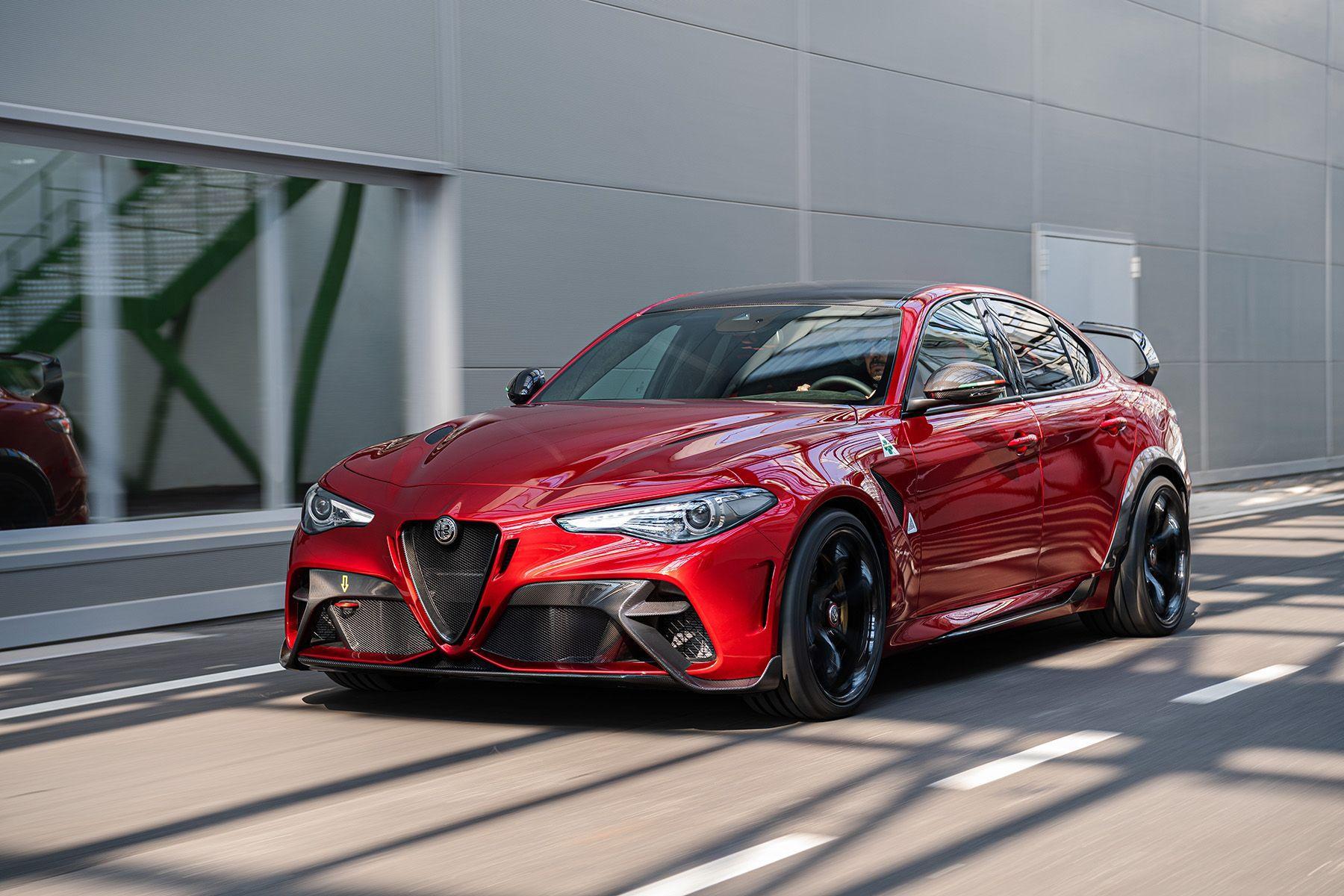 The Alfa Romeo Giulia Gta Is Back With 540 Horsepower And A Wing Alfa Romeo Giulia Alfa Romeo Giulia Quadrifoglio Alfa Romeo