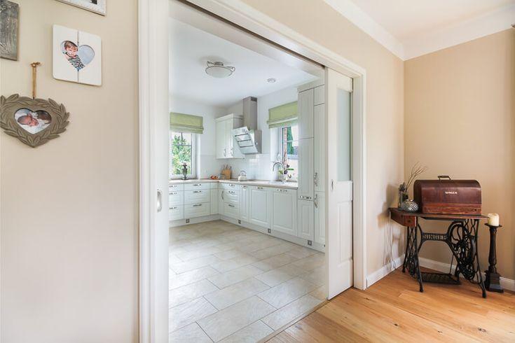 schiebet r als doppelt r innen holz wei inneneinrichtung im landhausstil eco friesenhaus. Black Bedroom Furniture Sets. Home Design Ideas