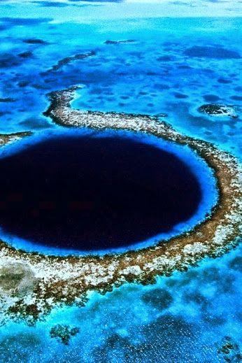 El Gran Agujero Azul Es El Destino De Buceo Más Popular En Belice Este Enorme Agujero Bajo El Agua Cerca De Gran Agujero Azul Agujero Azul Lugares Increibles