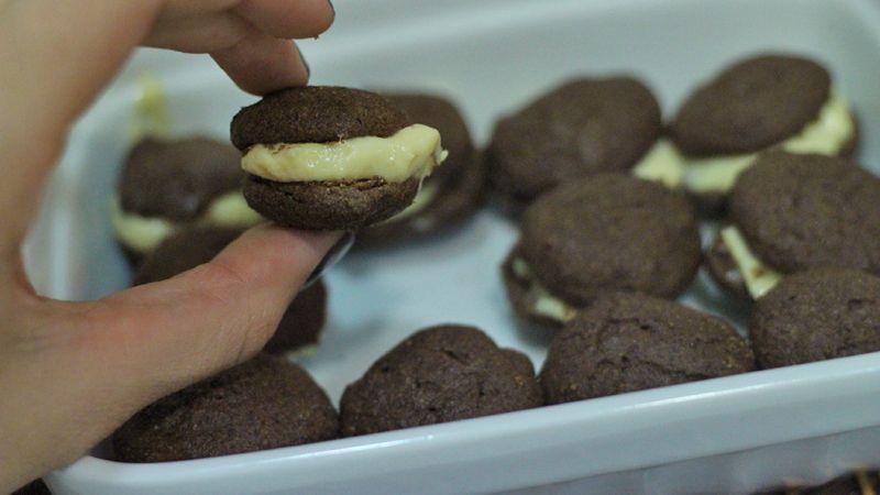 Biscoito de Chocolate com recheio de Creme 9
