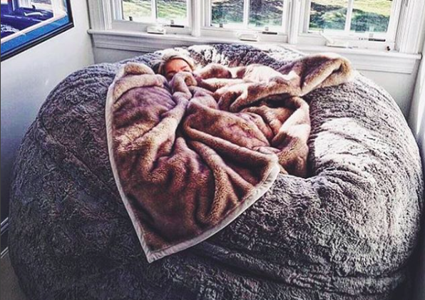 Brilliant This Lovesac Pillow Chair Is As Big As A Bed And Youll Caraccident5 Cool Chair Designs And Ideas Caraccident5Info