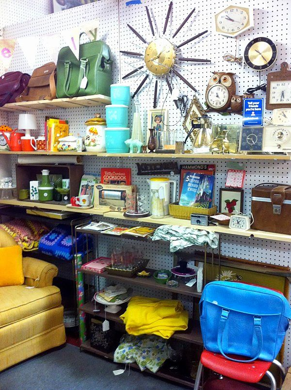 A Look At Owl Really S Kitschy Antique Mall Booth Ing And Tips