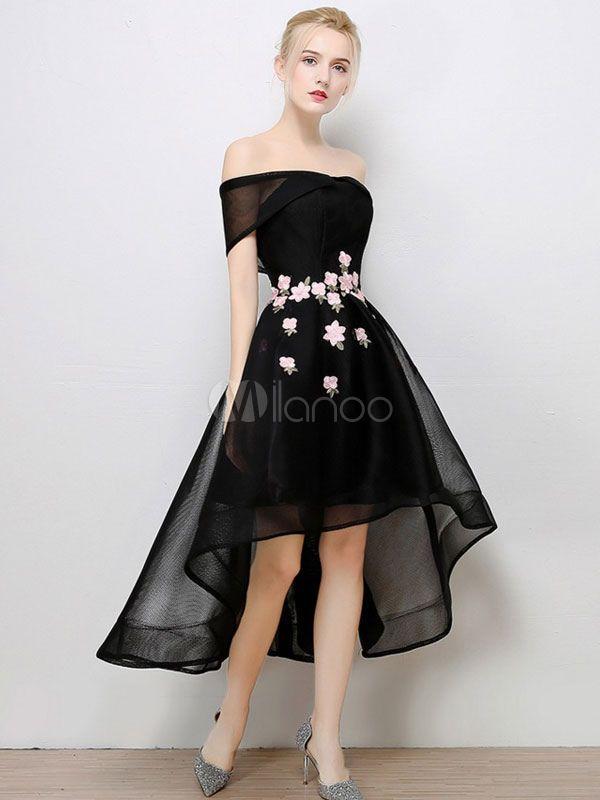 Glamouröses Ballkleid mit Carmenausschnitt und Blumen-Deko mit ...
