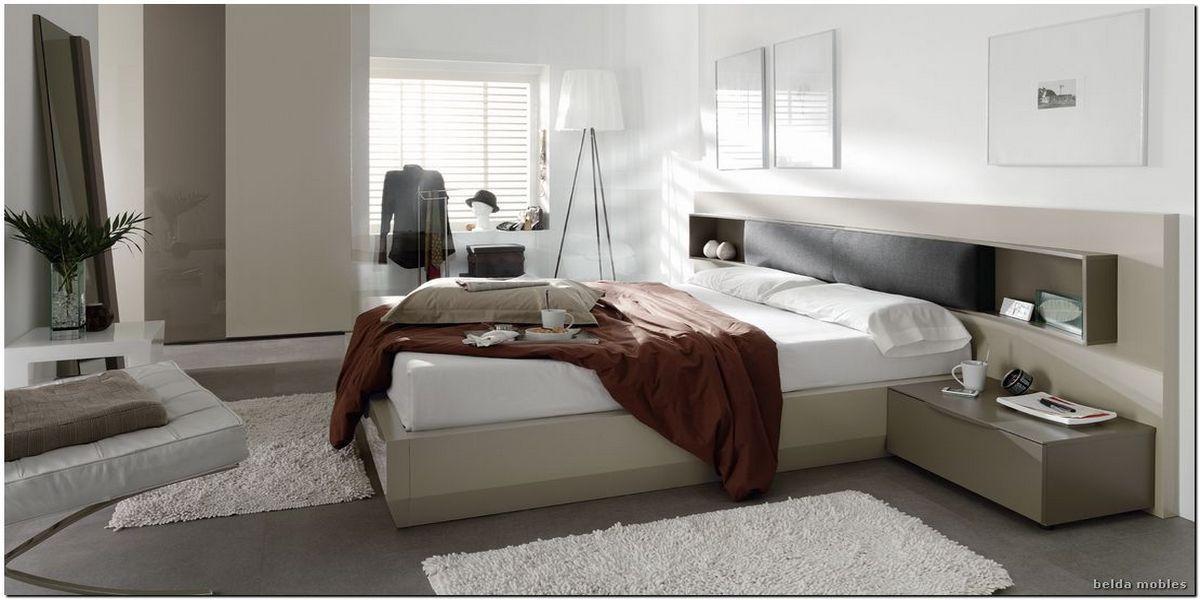 Dormitorio elegante con detalle tapizado, colores lacados en arena y ...
