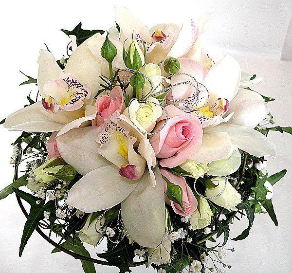 orchidées roses,gypsophile et lierre … | pinteres…