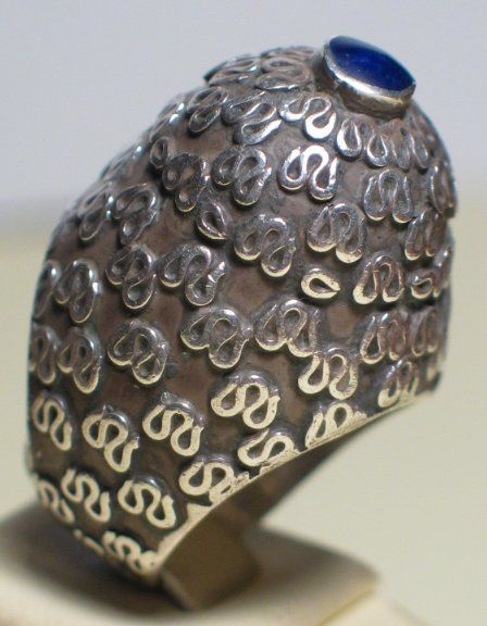 Silver ring with Lapis Lazuli from Afghanistan, with appliqué work of stylised clouds (Çintemani).