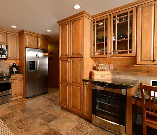 Medium Wood Kitchens: Medium Maple Hampton Kitchen Cabinets