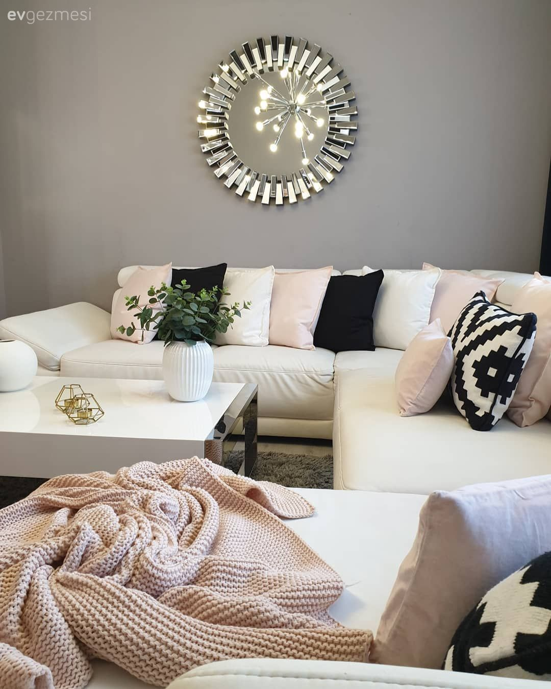Bu Evde Modern Dekor Aksesuarlarla 3 Farkli Gorunume Burunuyor Ev Gezmesi Dekor Ev Dekoru Modern