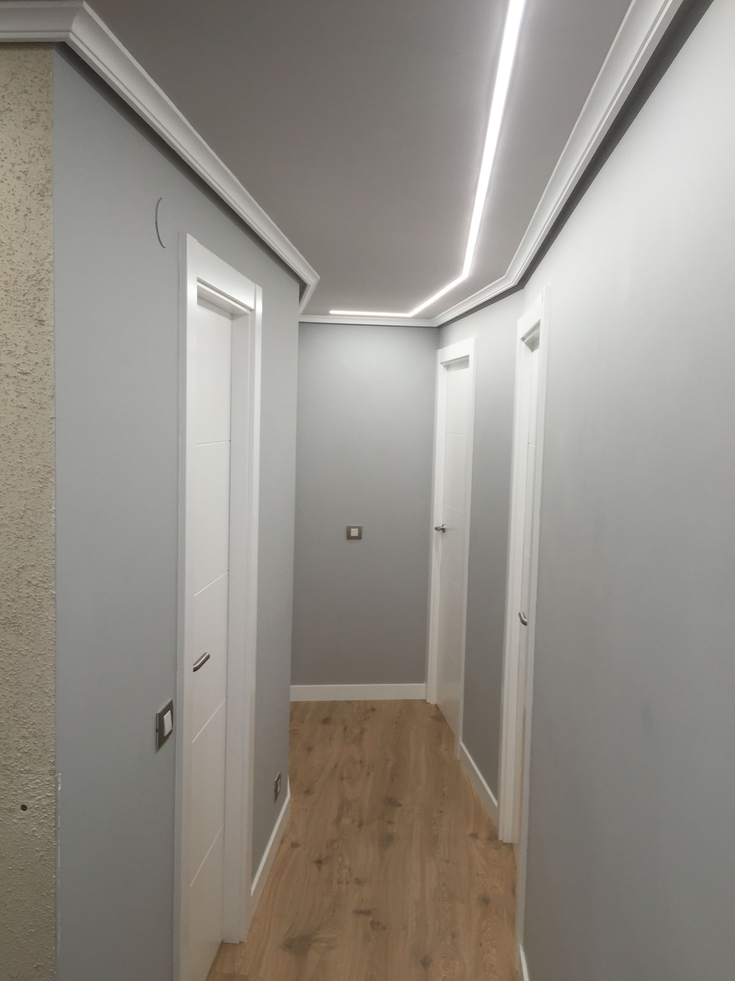 Luces Downlight Led Pasillo Iluminado Con Tiras De Leds Empotradas En El Techo
