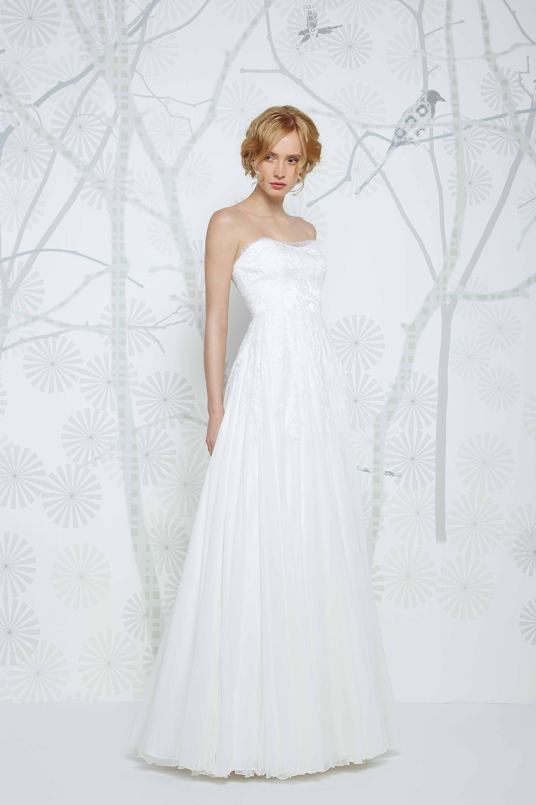 Sadoni wedding dress eleni with a romantic sweetheart neckline and