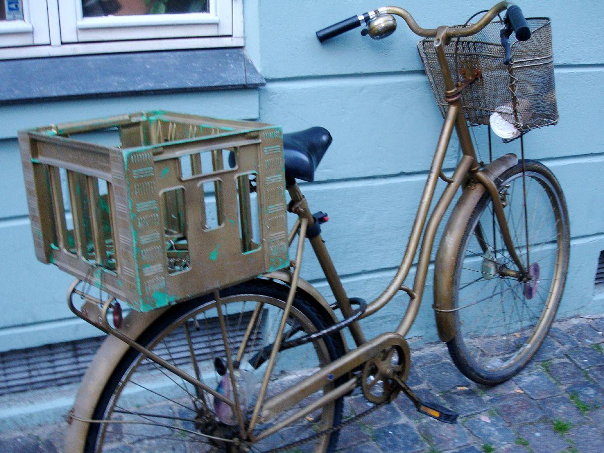 Copenhagen... I LOOOOVE this color... SHINY & OLD.