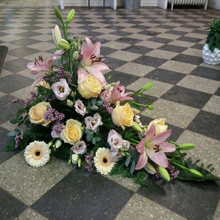 Liggande begravningsdekoration