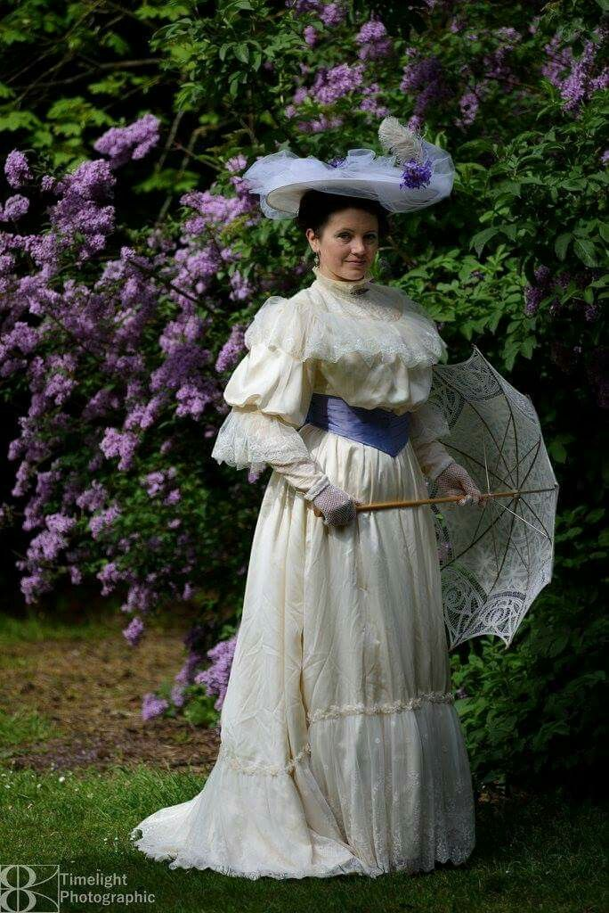 Pin by Polli Parker on Dresses | Pinterest | Costumes, Victorian and ...