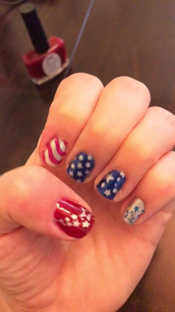 DIY Stars & Stripes Nail Art Tutorial | Easy nail art in ...