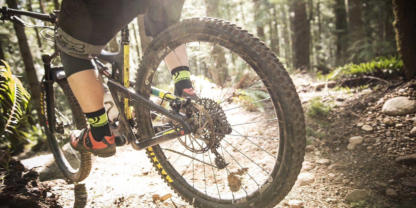 How To Ride A Mountain Bike Tips Techniques Mountain Biking