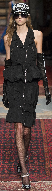 Fall 2016 Ready-to-Wear Moschino