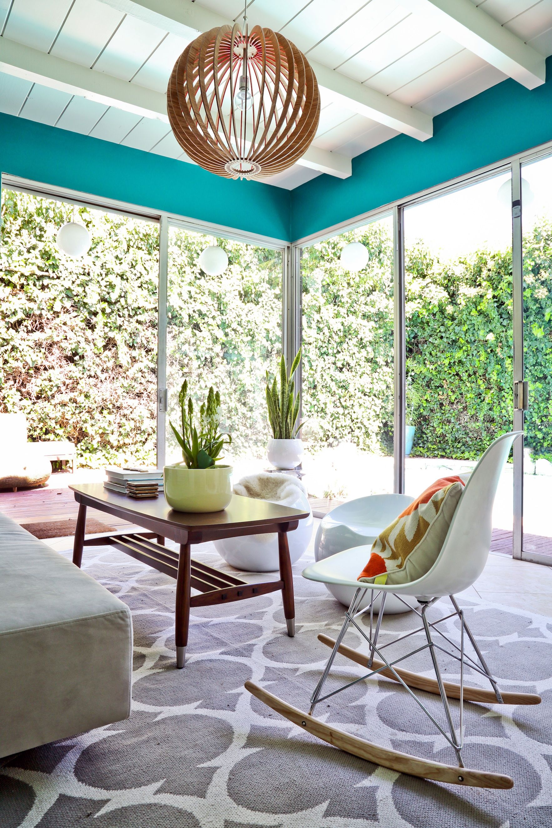 Vintage Living Room Ideas For Small Spaces: Retro Sun Room Just In Time For The Warm Weather! Interior