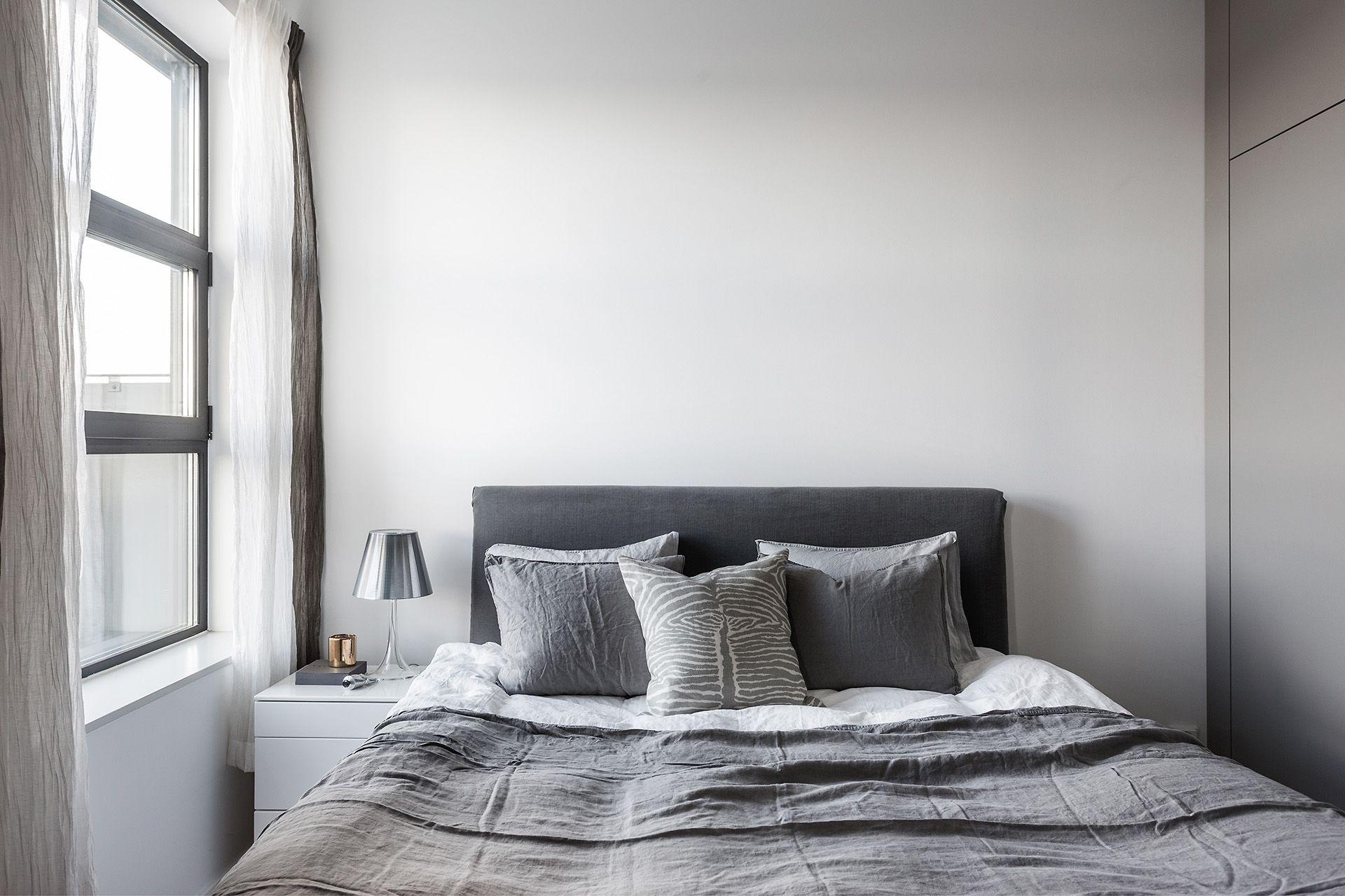 Minimalistische slaapkamer met grijs kleurenpalet interieur