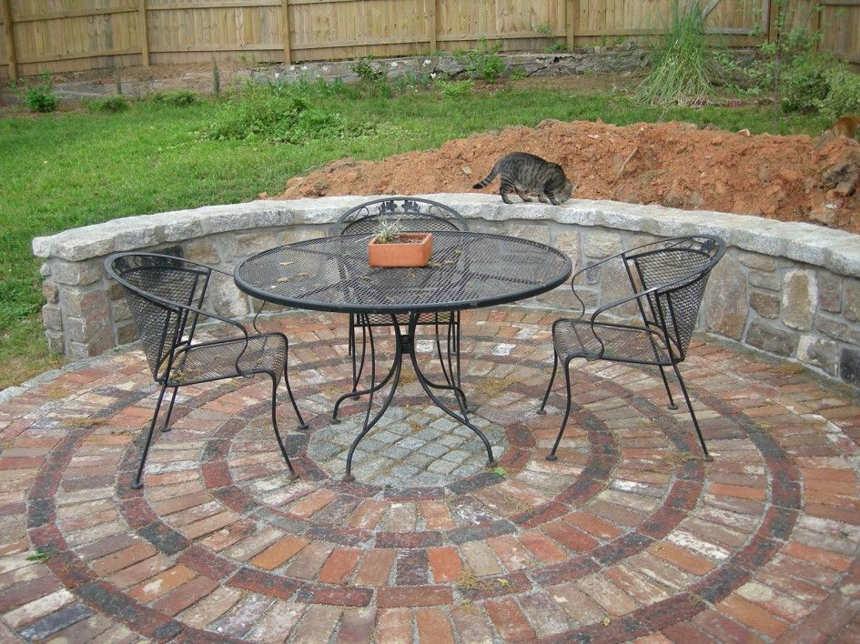 Effective lovely round brick patio designs on circular for Circular garden decking