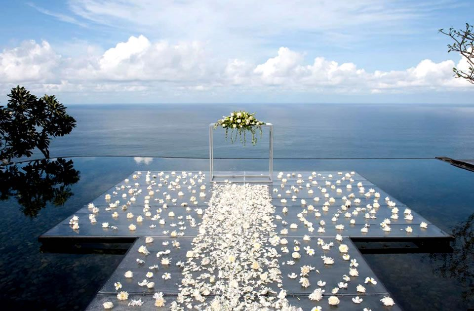 The Unique Altar At Bulgari Resort Bali Is Set Upon A Transpa Carpet Gently Floating On Surface Of Water Pond They Also Have Pavilion Chapel