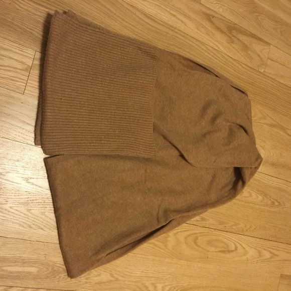 Wool JCREW scarf Super warm scarf with pockets on the ends! Love it but never wear it. Great used condition, looks like new. J. Crew Accessories Scarves & Wraps