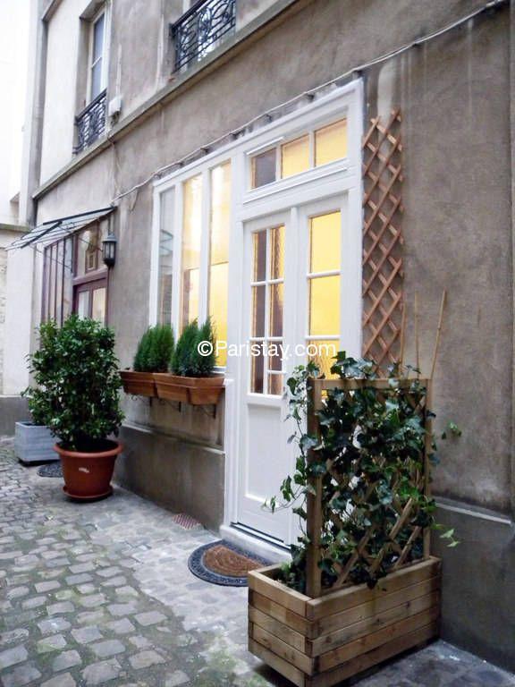 entrance to Paris apartment in montmartre