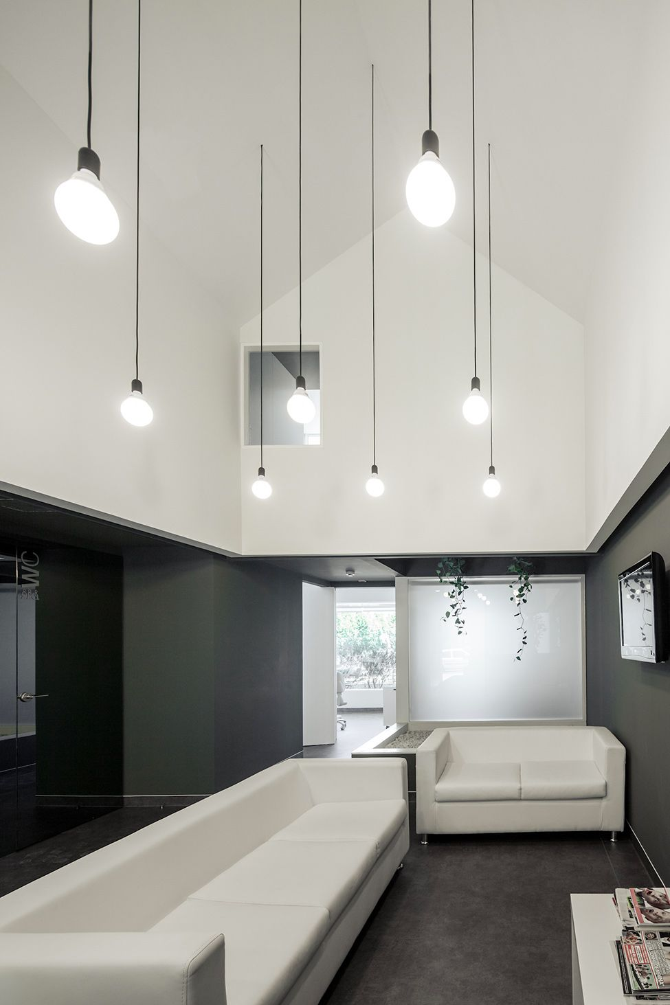 Dental clinic in the city in portugal medical office for Dental clinic interior designs