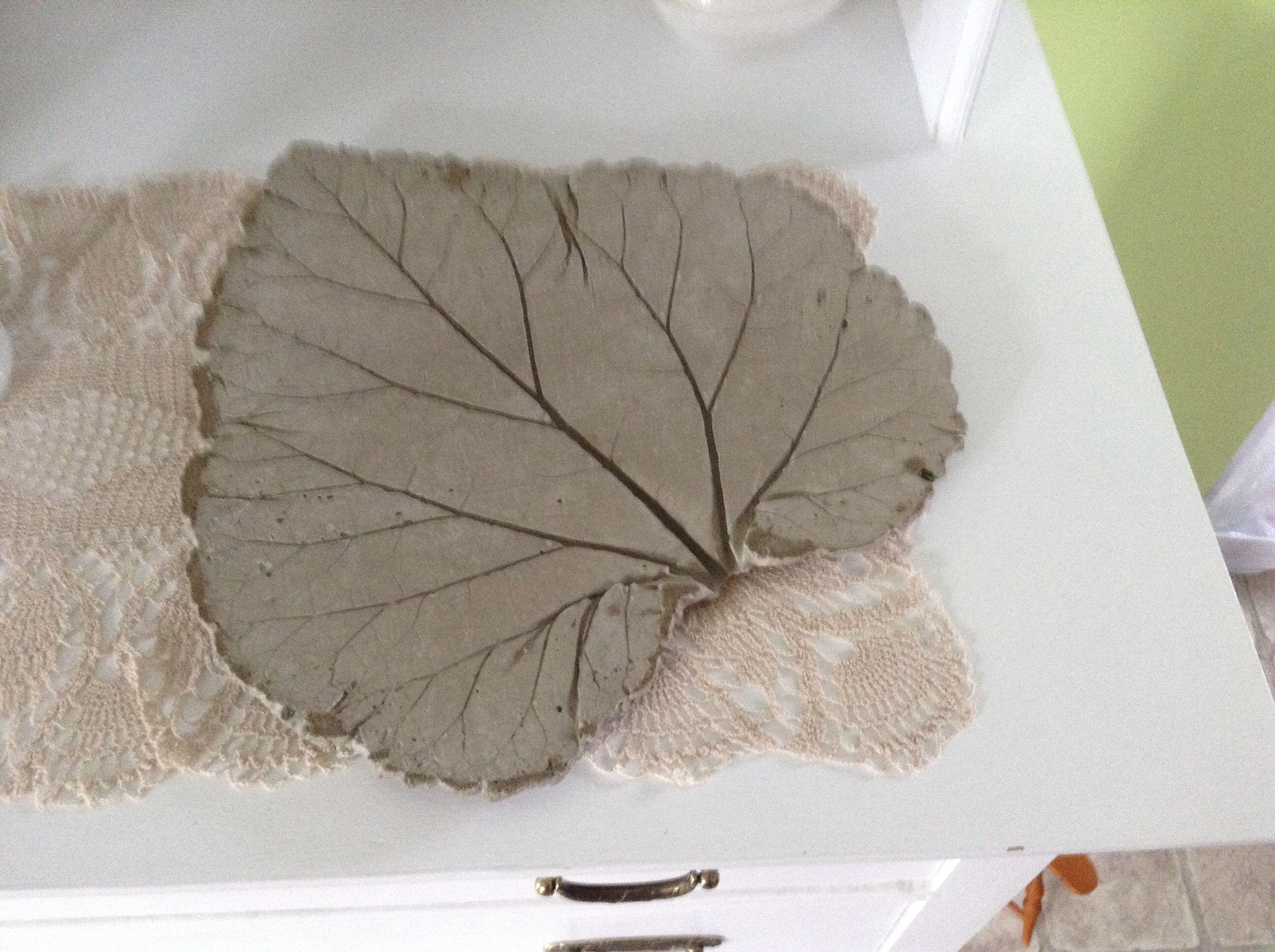 fait partir d 39 une feuille de rhubarbe ciment simplement moi pinterest feuille de. Black Bedroom Furniture Sets. Home Design Ideas