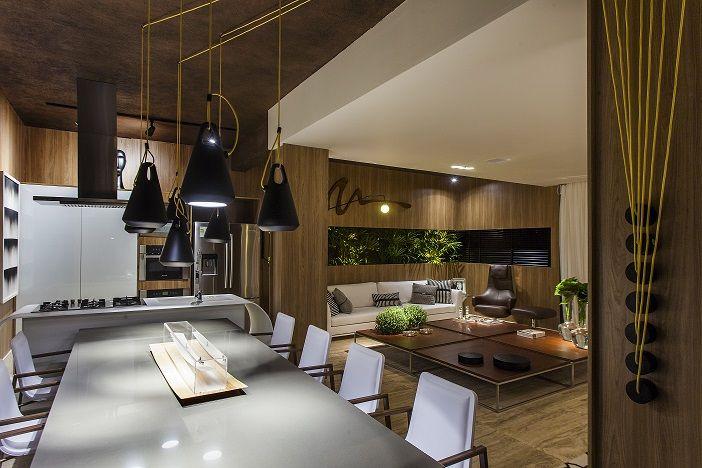 Um dos últimos lançamentos de cozinhas S.C.A., a Coleção Effetto, com frentes no refinado acabamento TS Bianco Seta e vidro Bianco Pure faz bonito no espaço criado pelo arquiteto André Alf para a Casa Cor® Brasília.