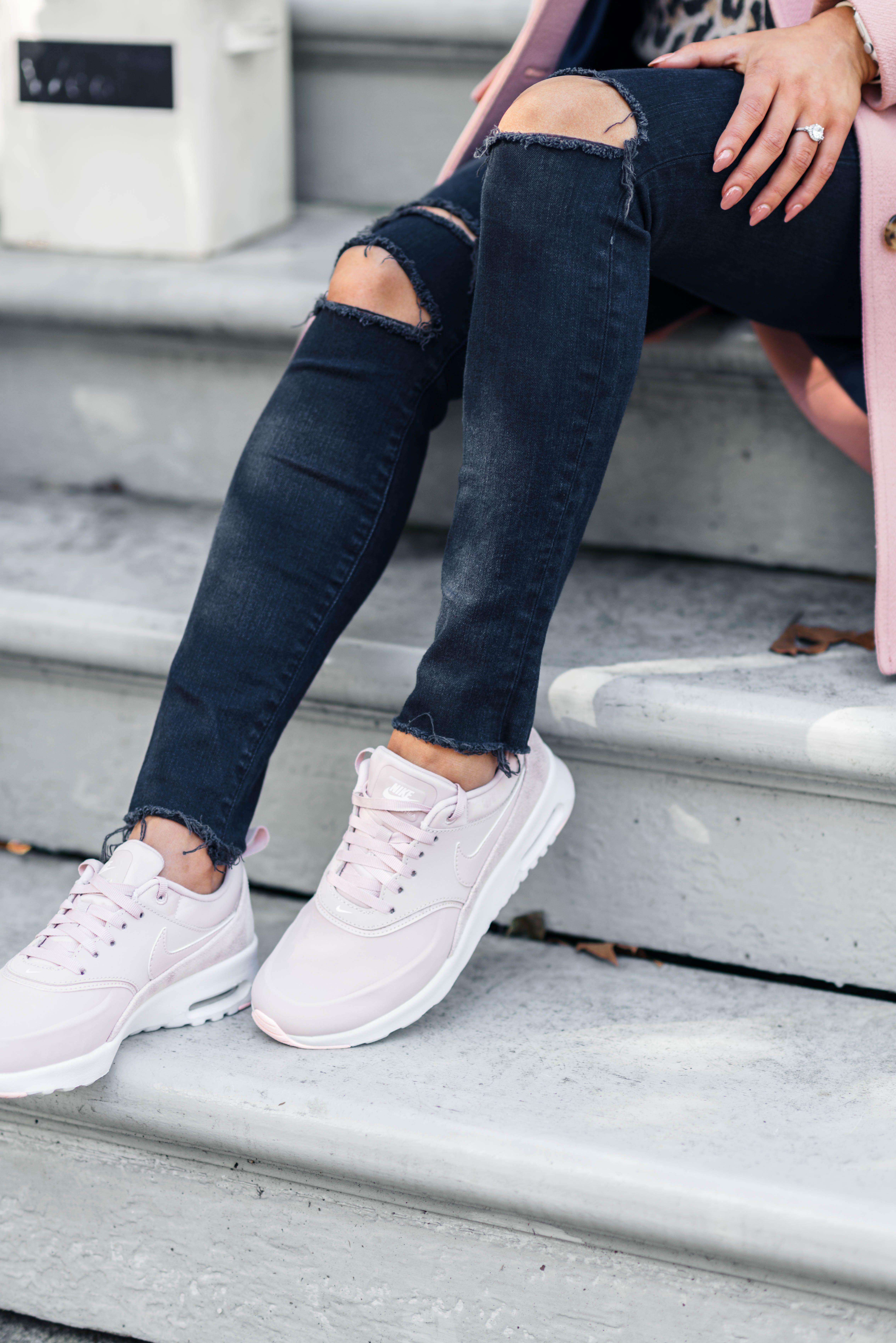 Chic sneakers, Tennis shoes outfit