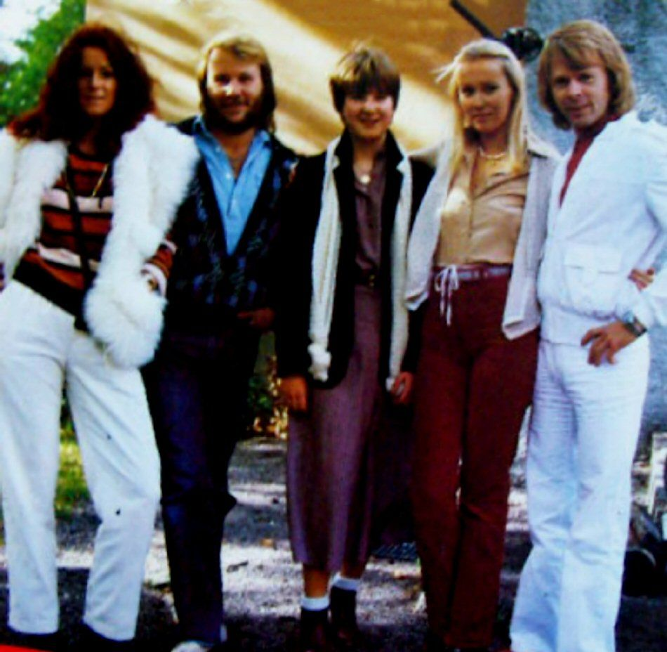 German press together with some ABBA fans arrived in Stockholm for an extended photo sessions both outside Frida and Benny's house in Lidingö and Polar offices. The pictures were published in West Germany in October 1978.