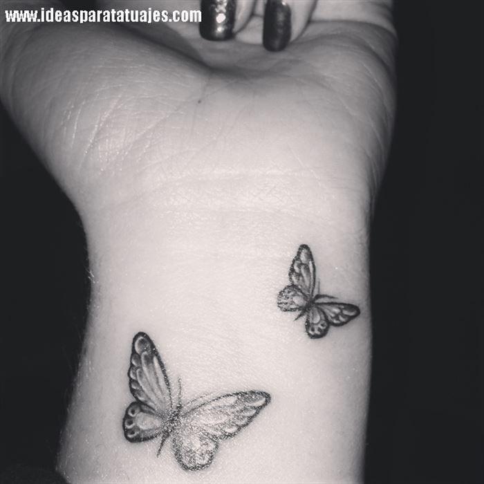 Tatuajes De Mariposas En La Muneca De Una Mujer 2 Tattoo
