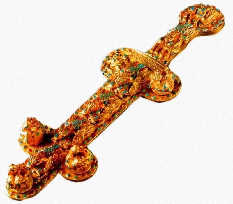 кинжал вторая половина 1века н.э. золото гранат бирюза