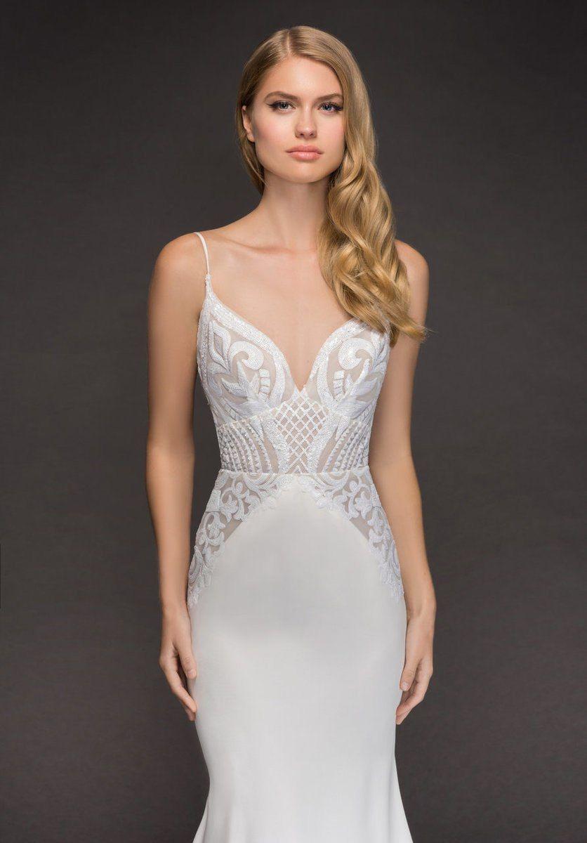 1e4204ff3489 Εντυπωσιακο bridal fashion show με νυφικα Pronovias