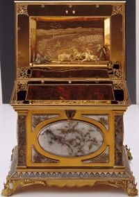 A 19th century Pioneer-era jewelry box made of California gold, collection of the Oakland Museum of California.